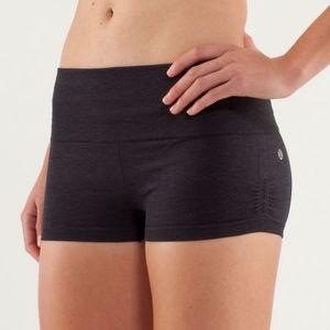 Lululemon In the Flow HOT SHORT shorts - Gray